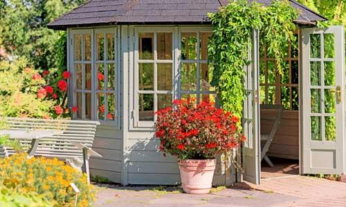 Top tips for decorating the perfect summerhouse