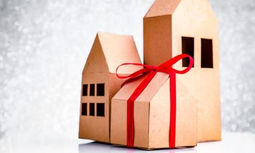 How to pick the perfect housewarming gift